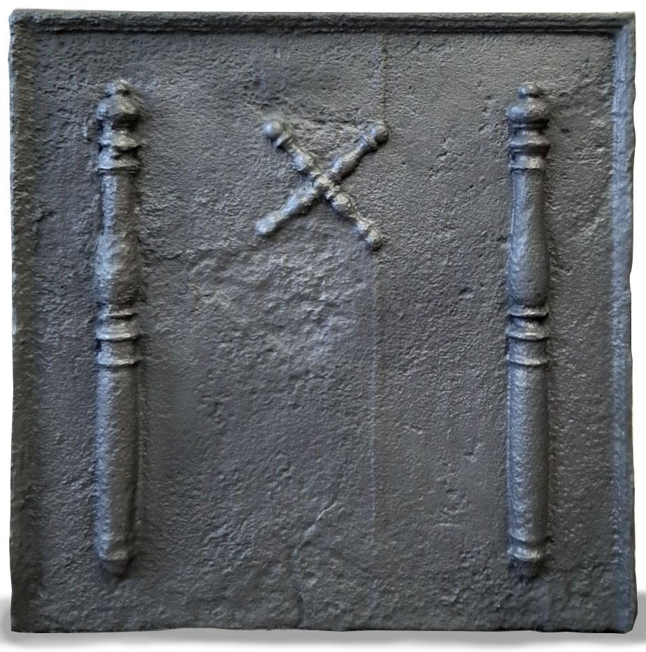 Antieke 17e eeuwse haardplaat met zuilen van Hercules