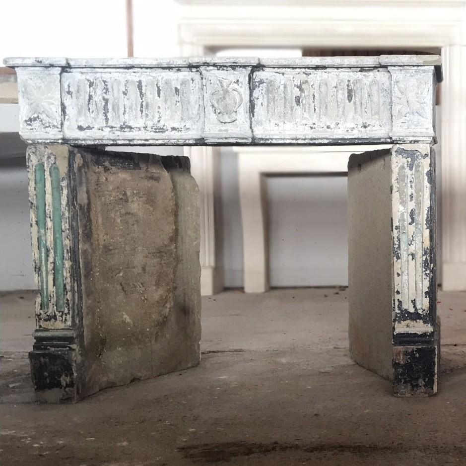 französischer Sandstein Kamine (de rechter kamin auf dem Bild ist verkauft)