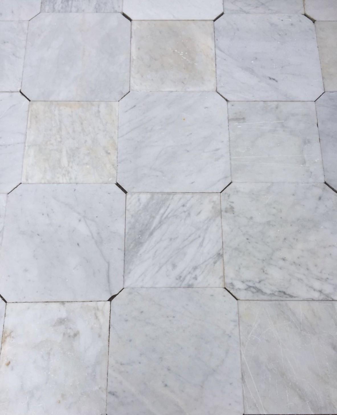 Oud achthoekig  Carrara marmer