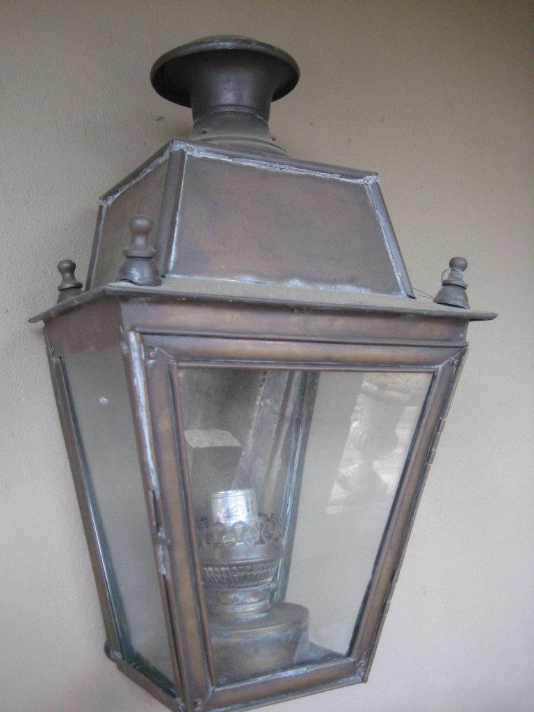 Verouderde koperen buiten lantaarn