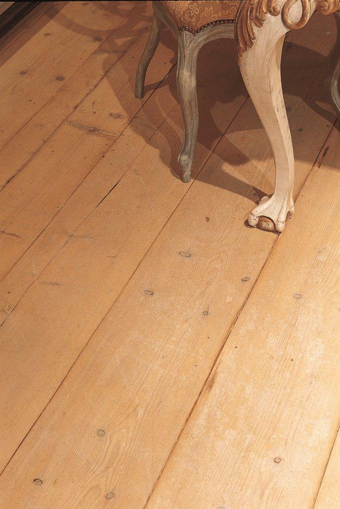 Vloer van oude kaasplanken