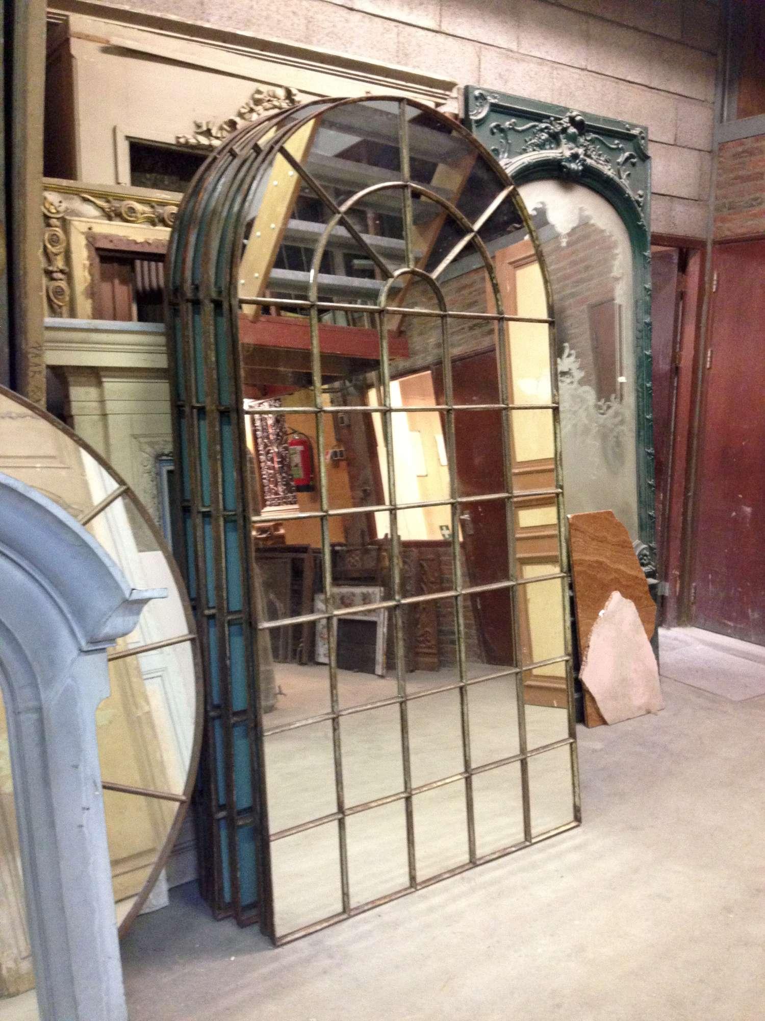 Partij metalen oude ramen met spiegelglas