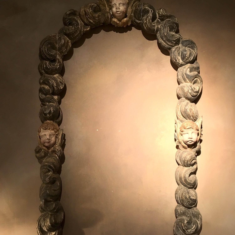 Antiek gestoken ornament afkomstig van een lijst