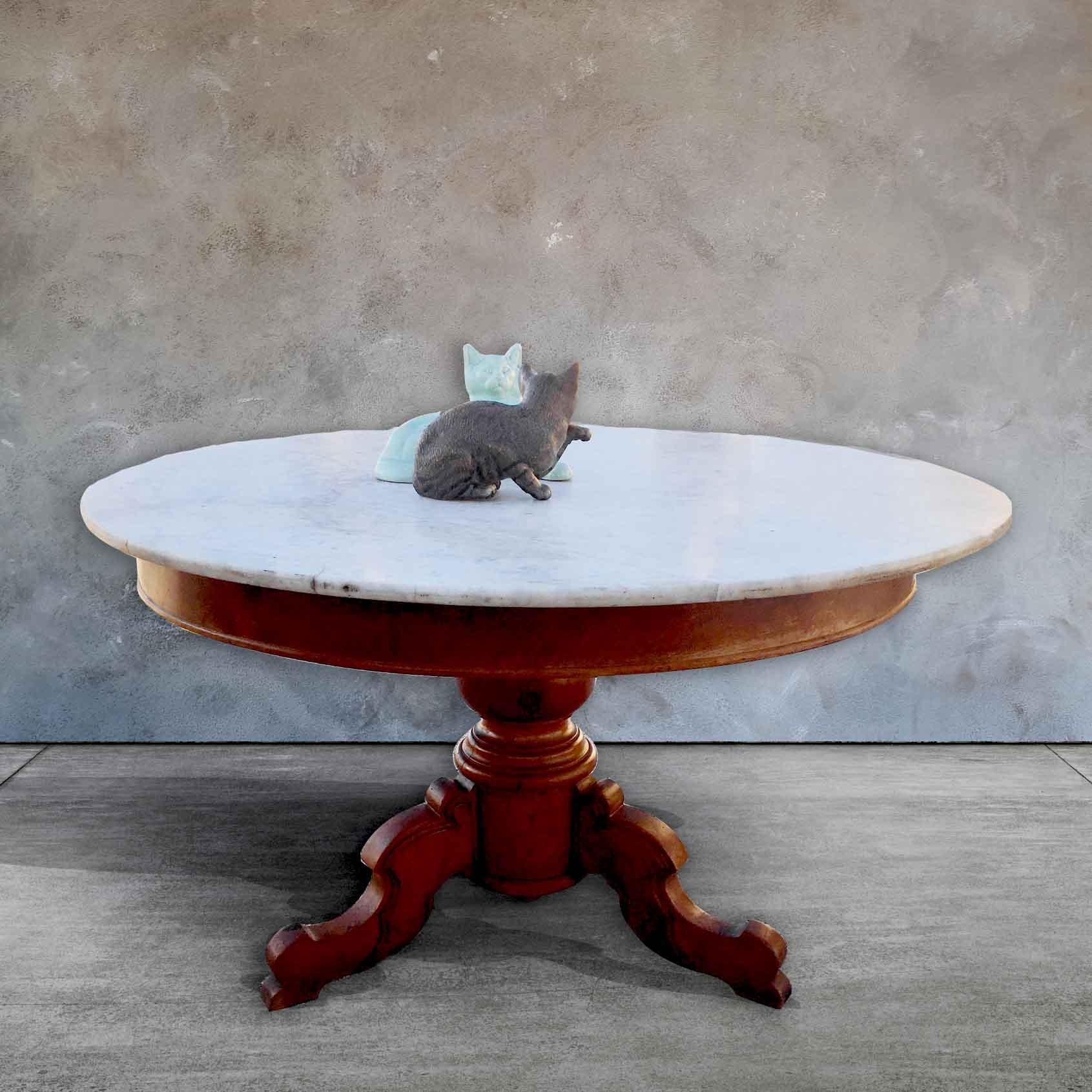 Ronde tafel van antiek mahonie en carrara marmeren blad