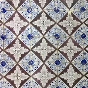 Antieke wandtegels met vierpas patroon