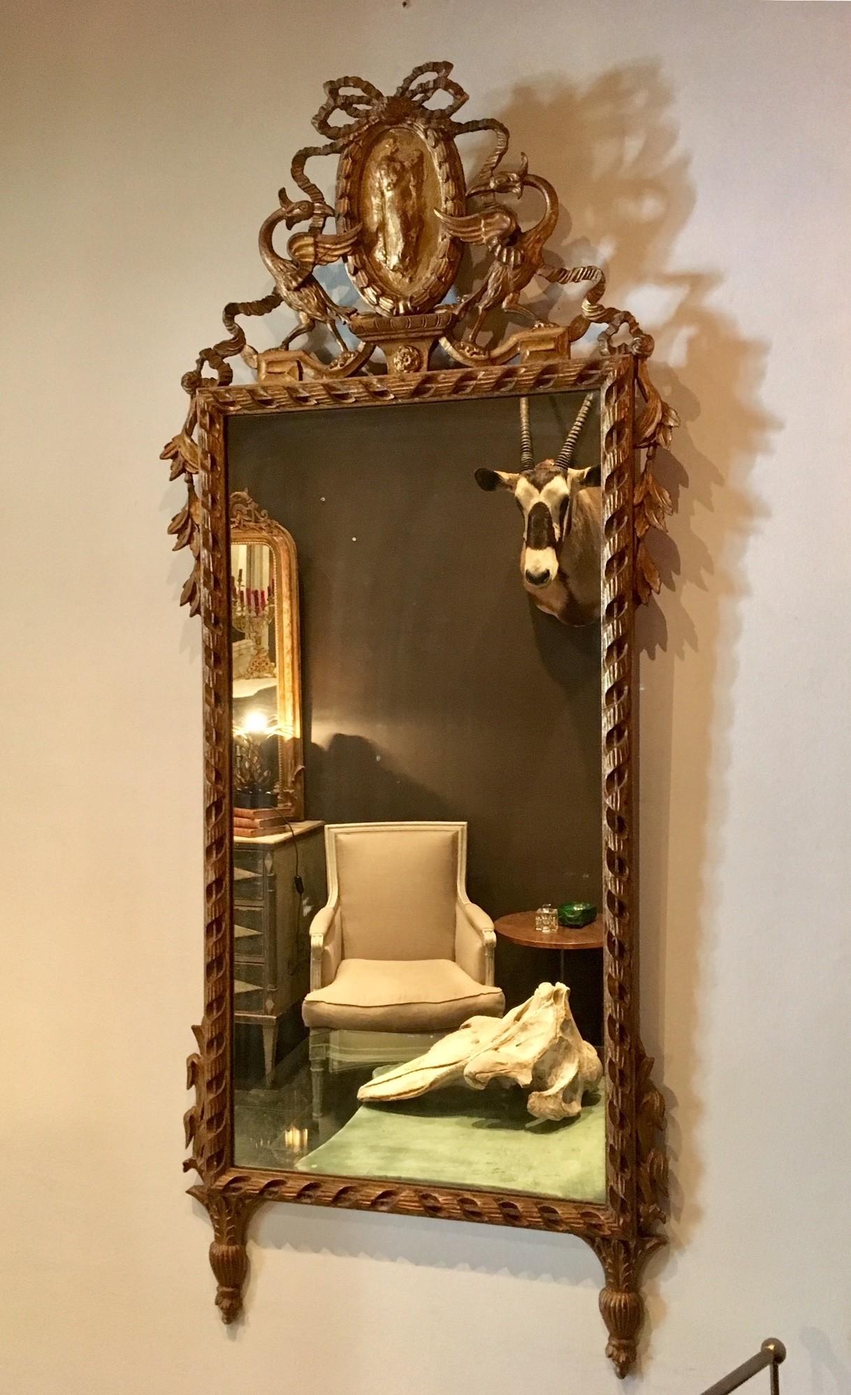 Prachtige antieke spiegel met hand gestoken vergulde lijst