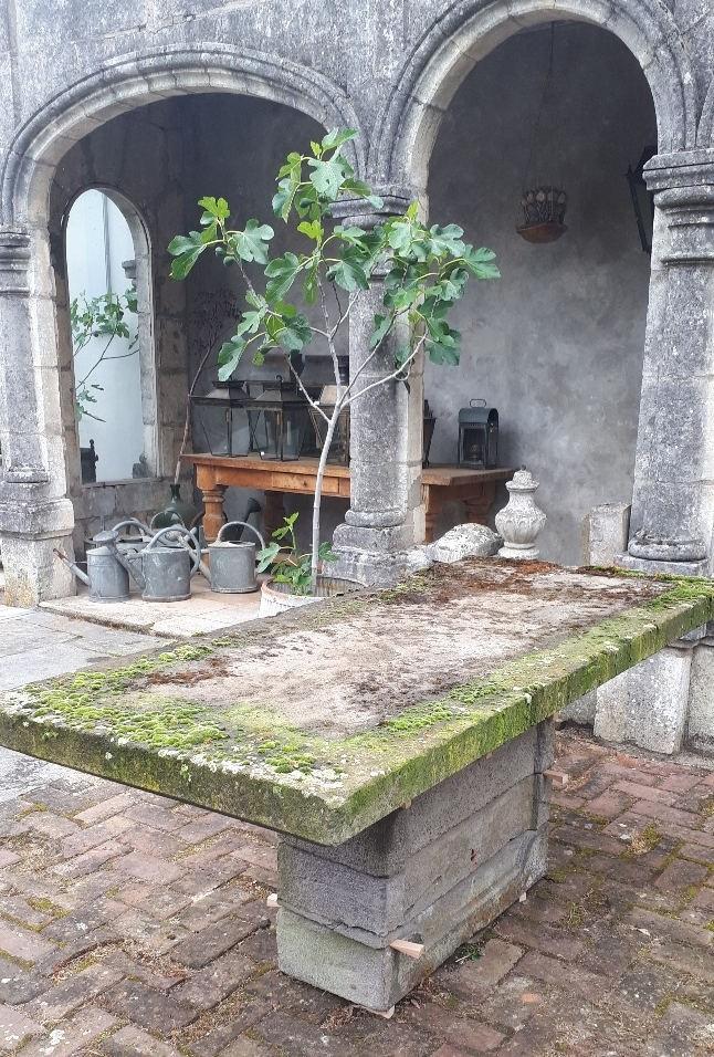 Tuintafel lavasteen vroeg 20e eeuw