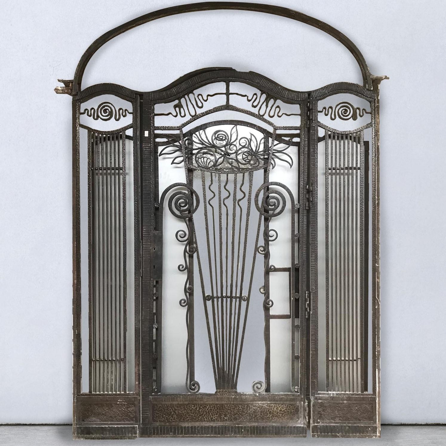 Antiek smeedijzeren portaal Art Deco