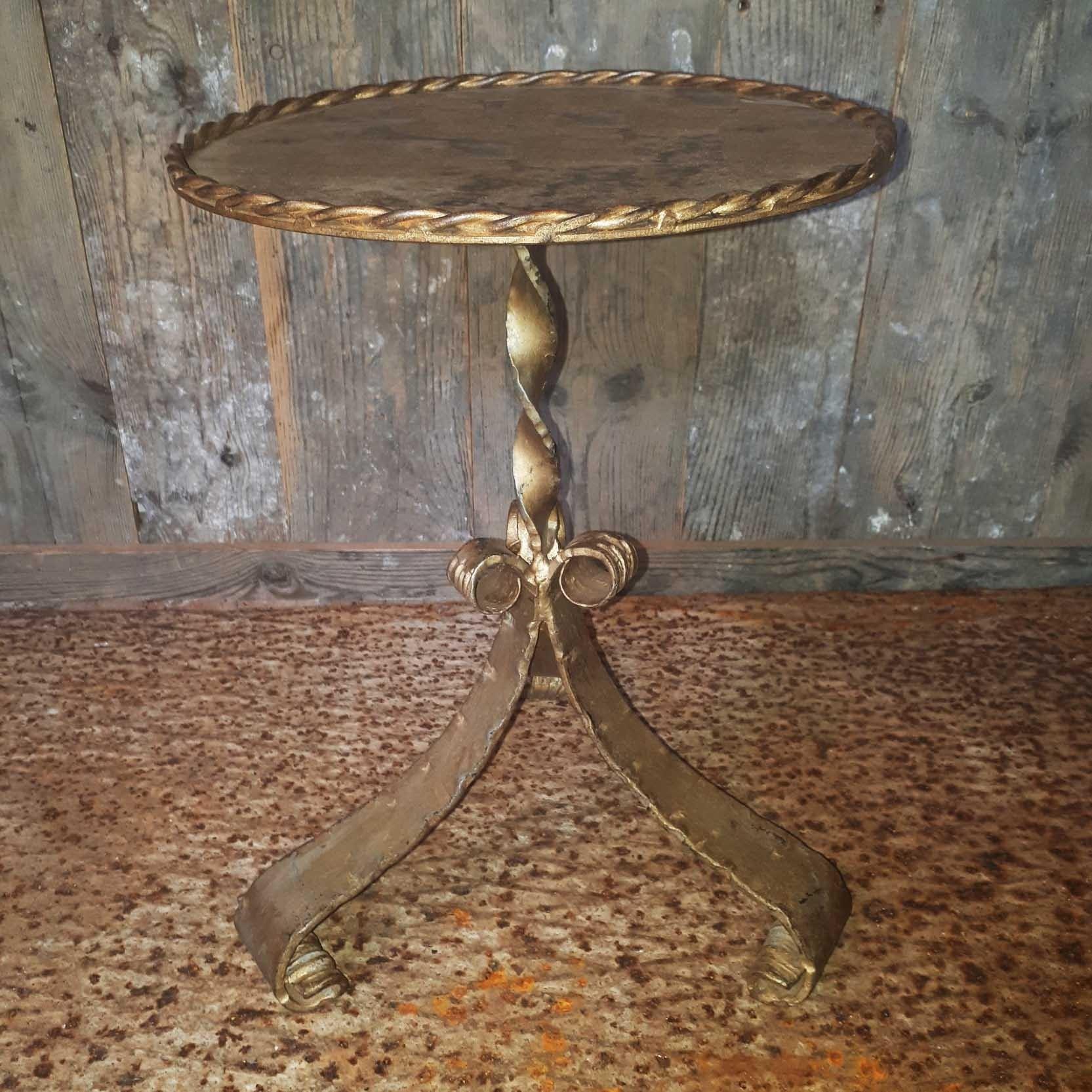 Oud bijzettafeltje antiek goud H 42 x D 30 cm