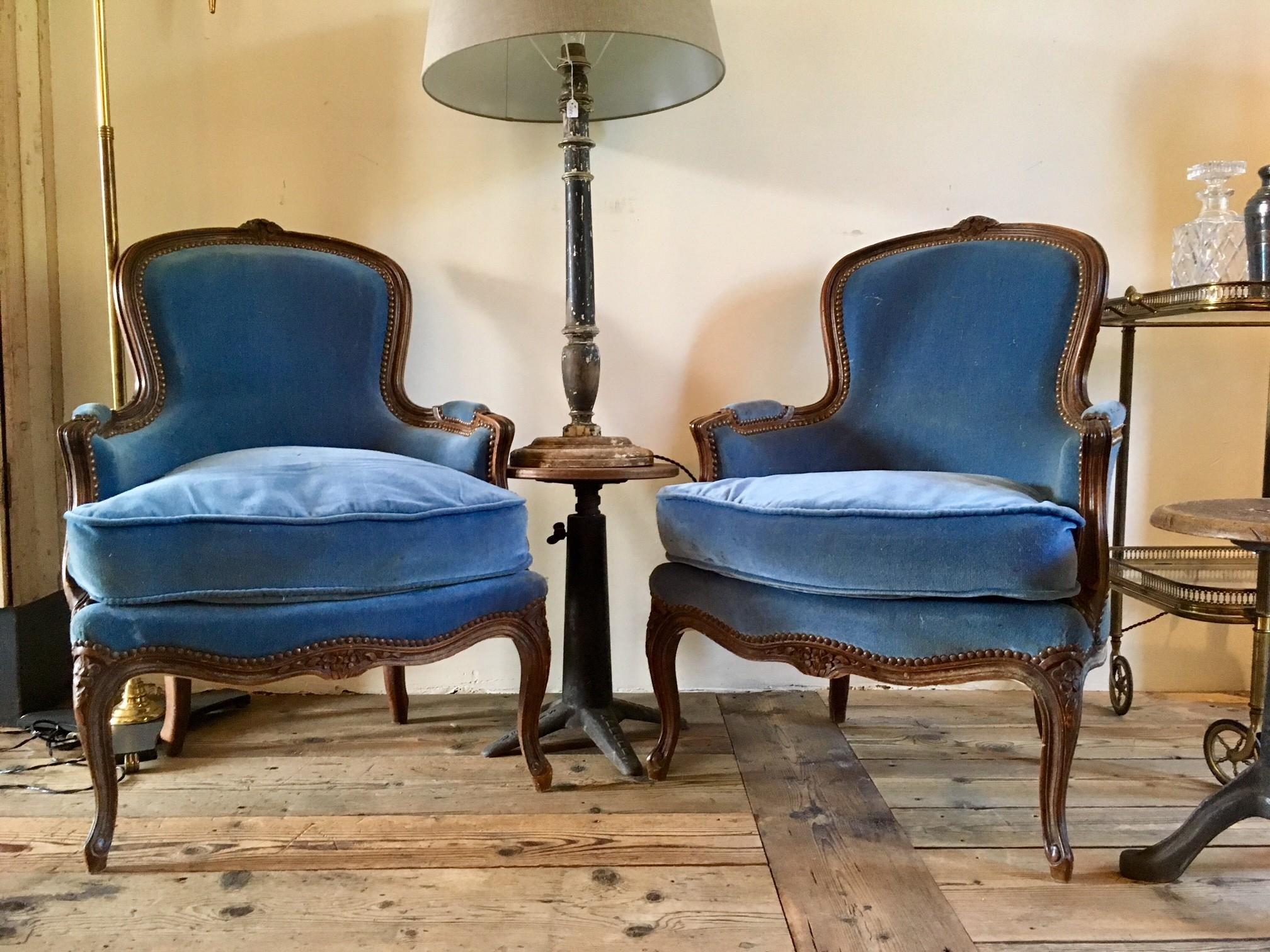 Antieke fauteuils met blauw fluweel (verkocht)