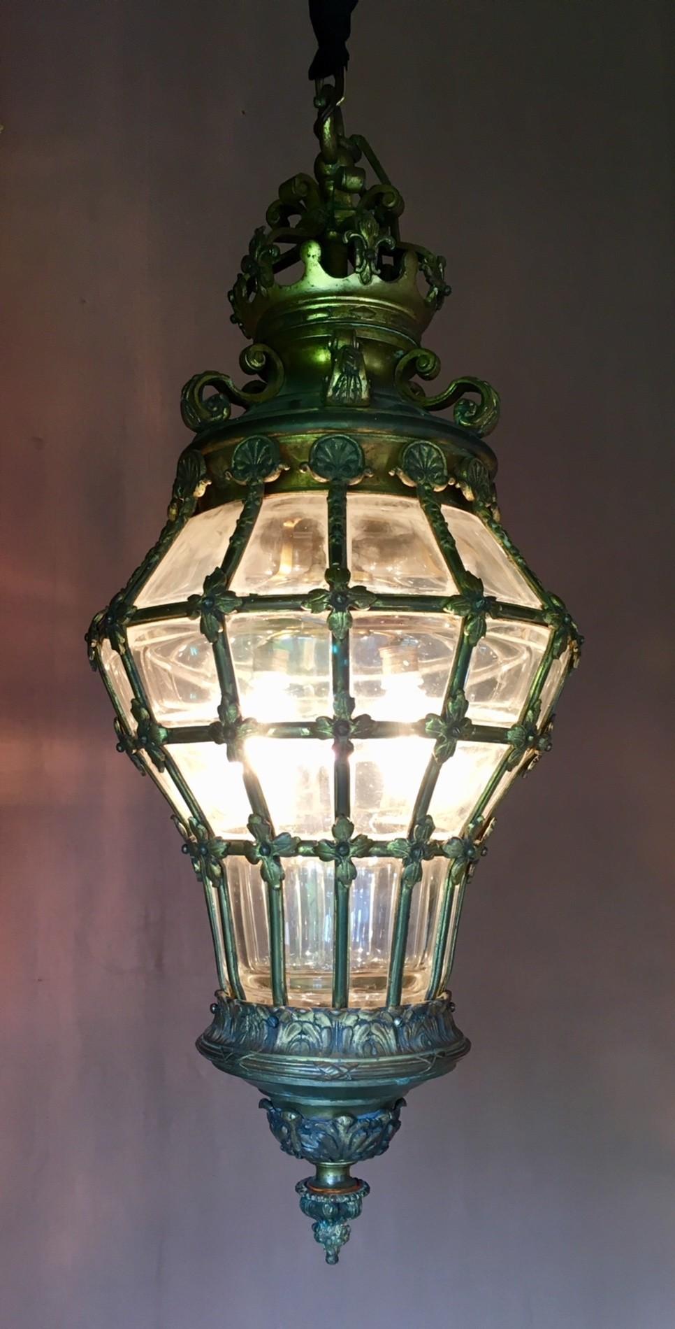 Grote 19de eeuwse bronzen gedecoreerde lantaarn