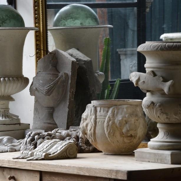 Collage van marmeren vazen en ornamenten