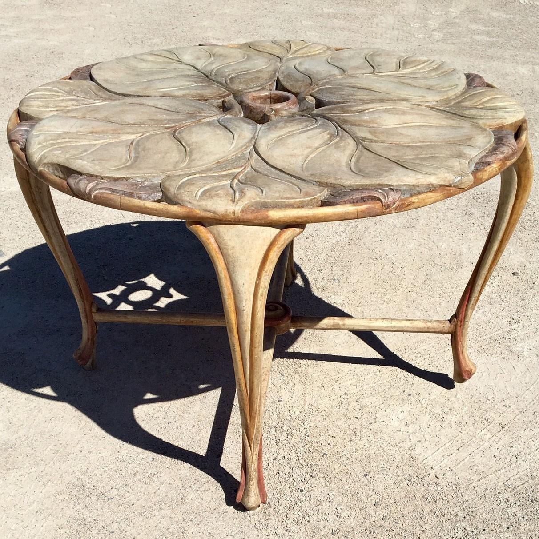 Ronde vintage tafel uit gesneden hout jaren '70