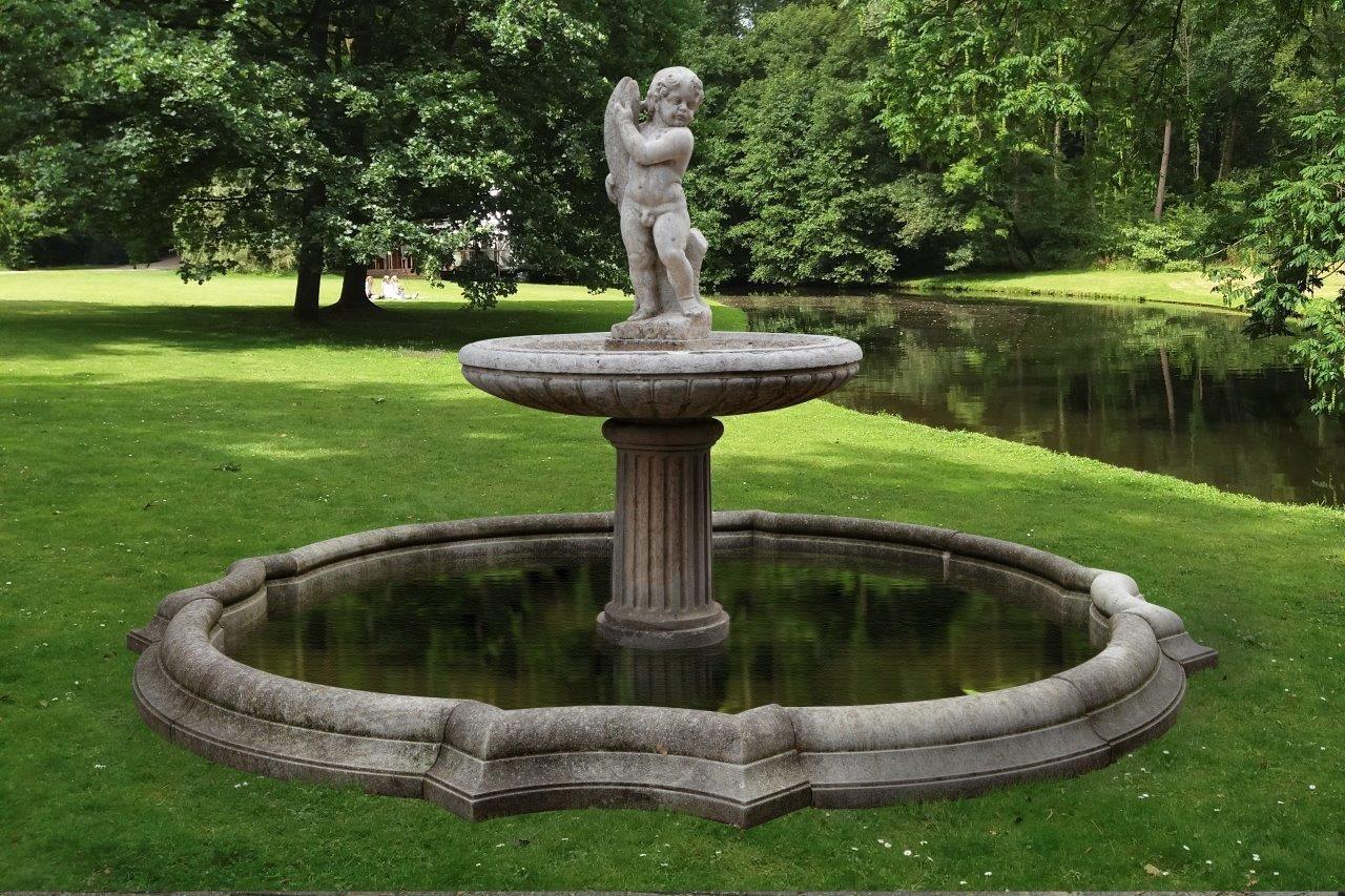 Grote antieke 19de eeuwse fontein van marmer en zandsteen