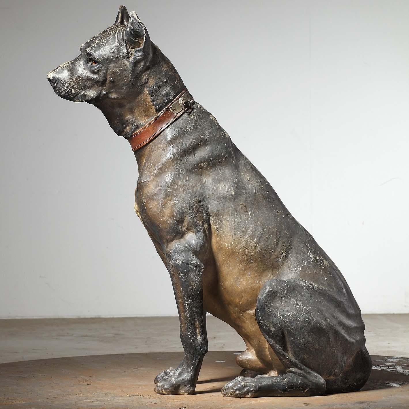 Groot terracotta sculptuur van een hond, vroeg 20ste eeuw