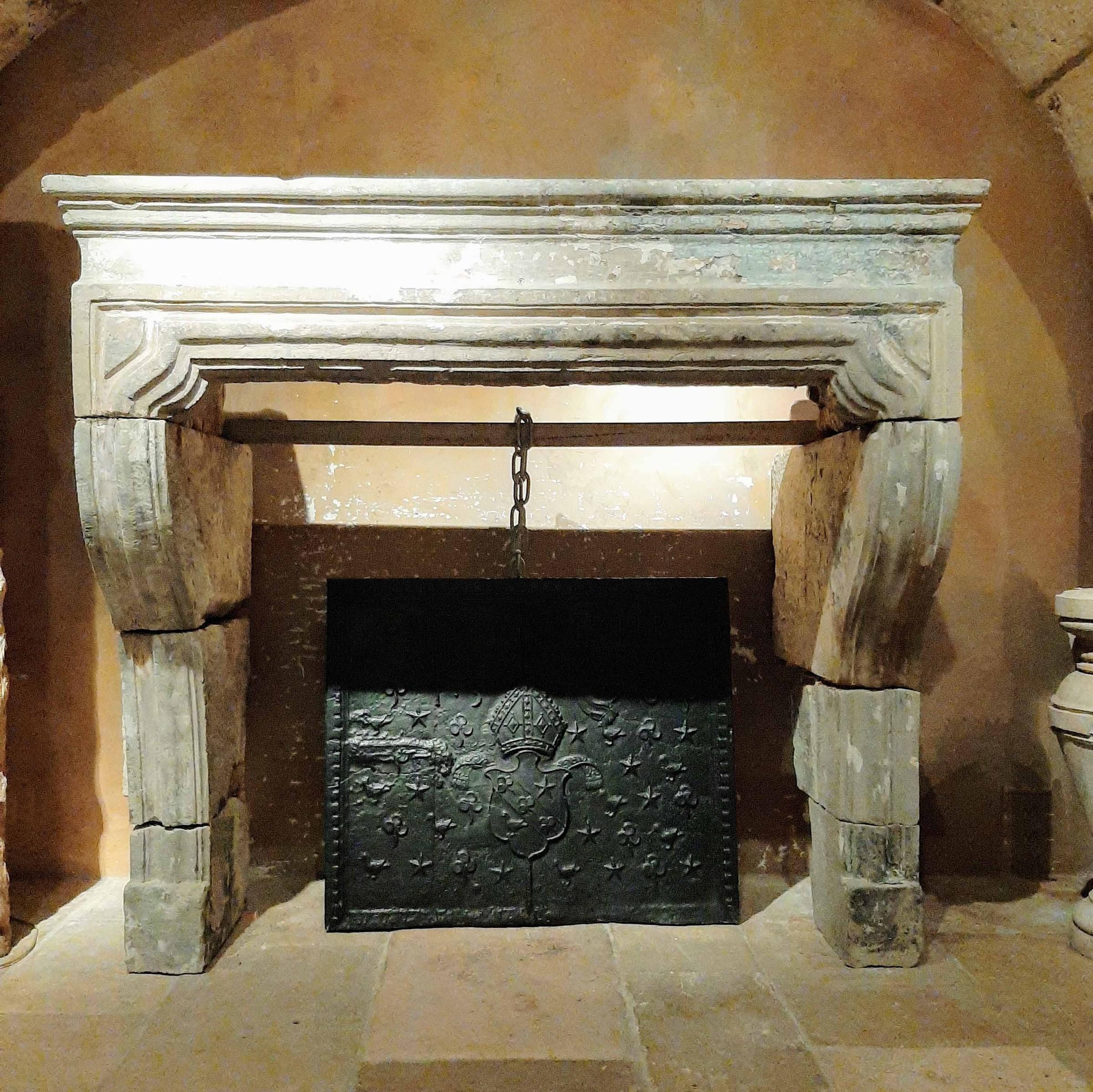 Antieke zandstenen Franse barok schouw, 18e eeuws