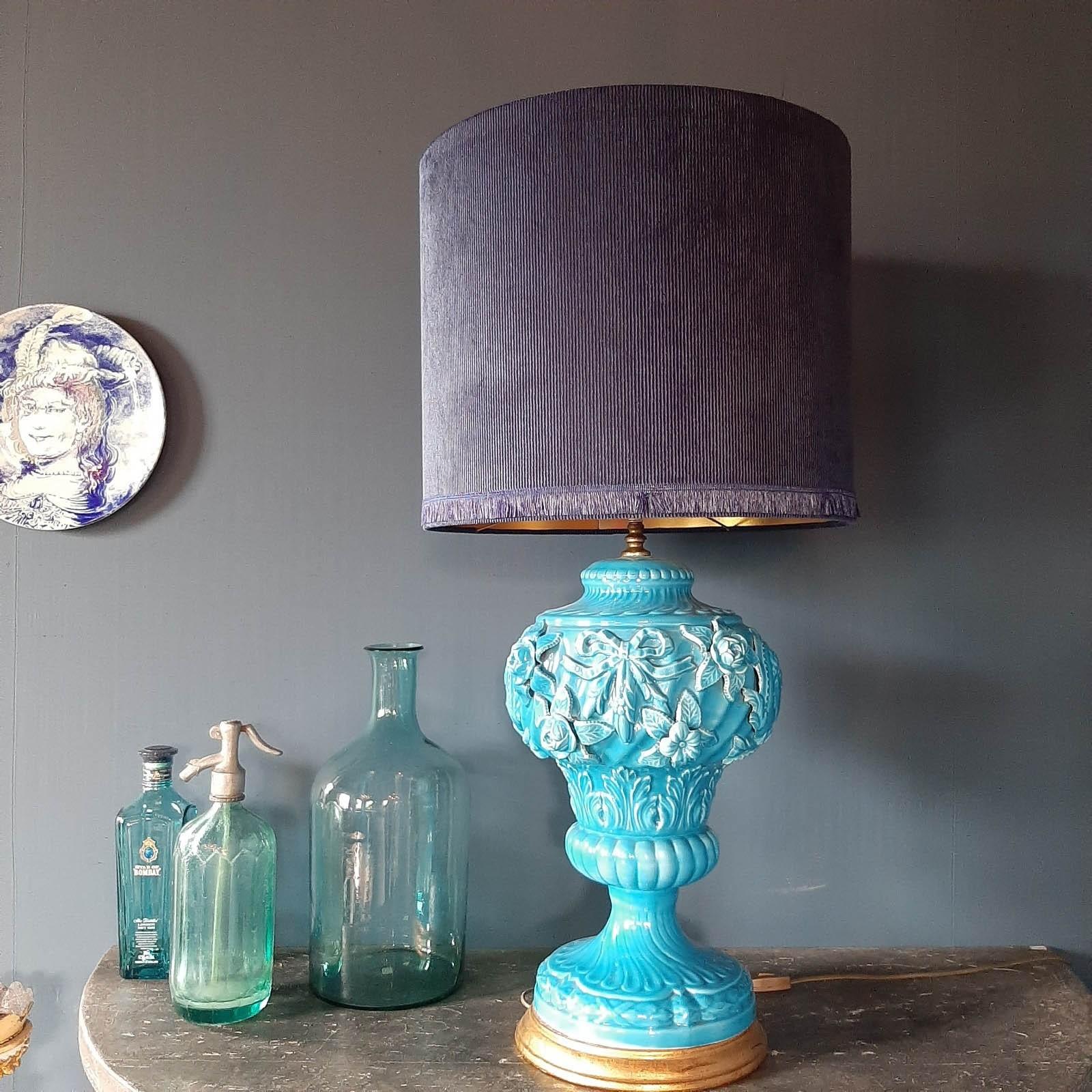 Grote midcentury blauwe manises keramische tafel lamp 1950