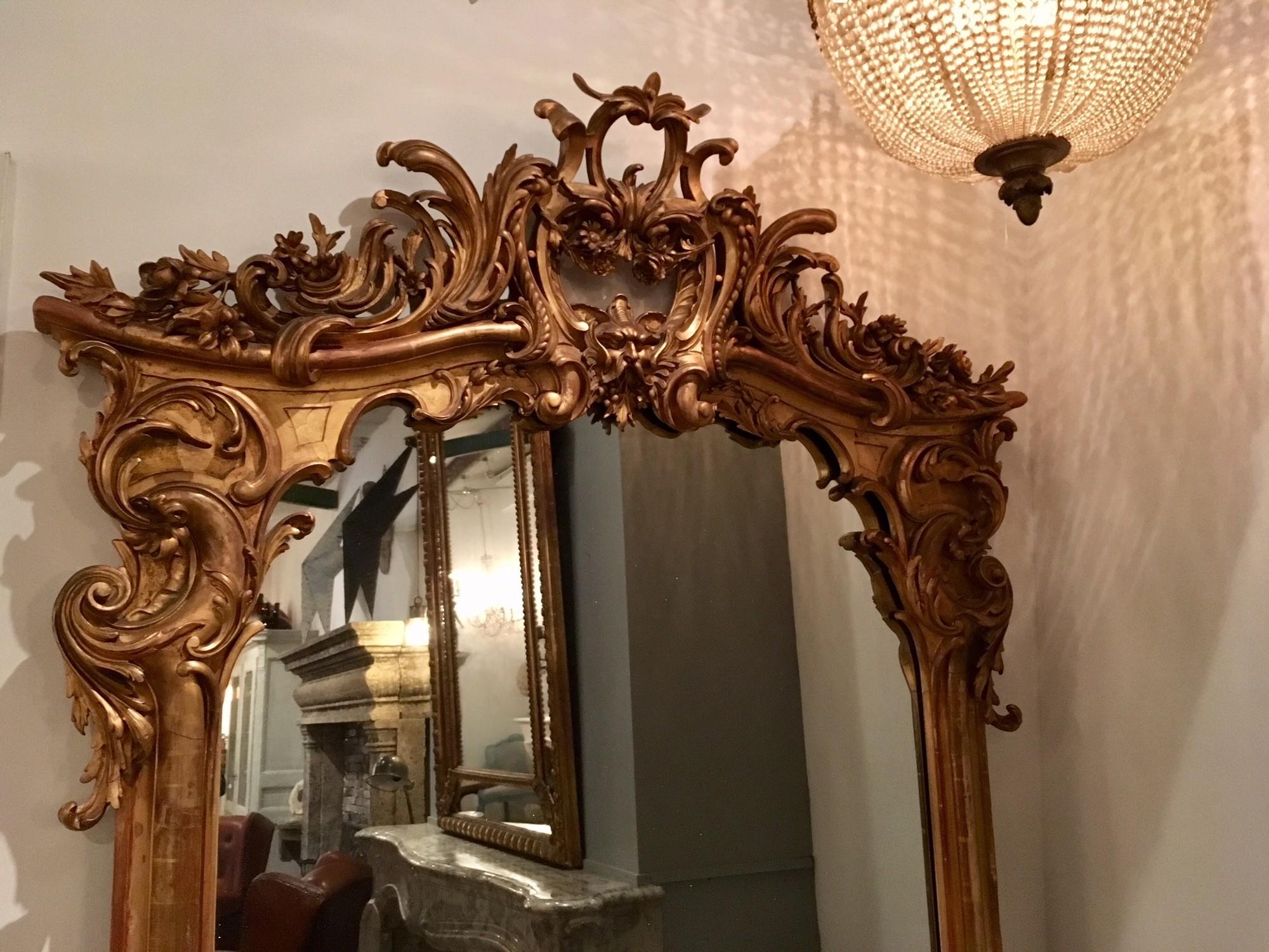 Grote antieke decoratieve spiegel