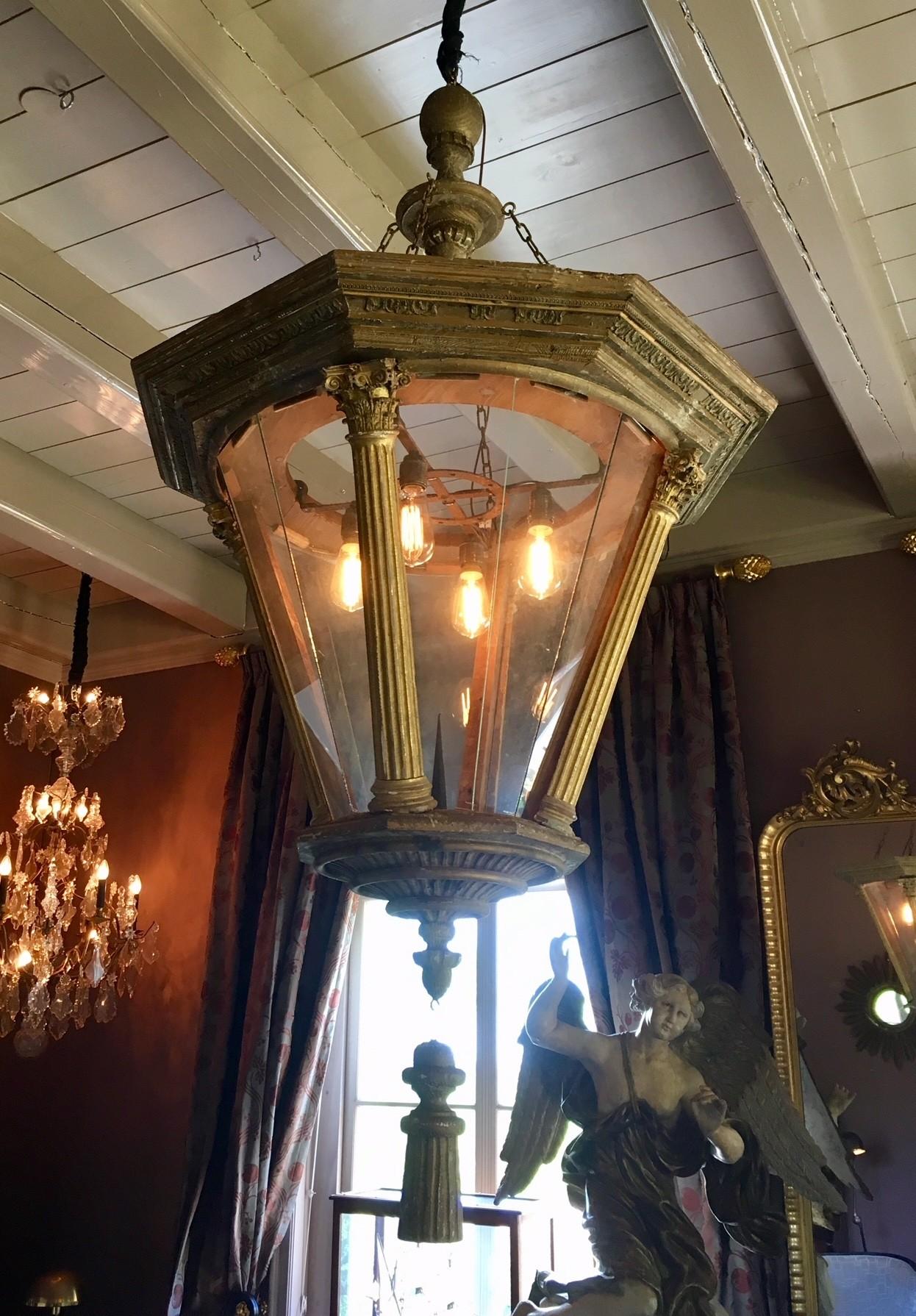 Prachtige grote lantaarn van oude en antieke delen