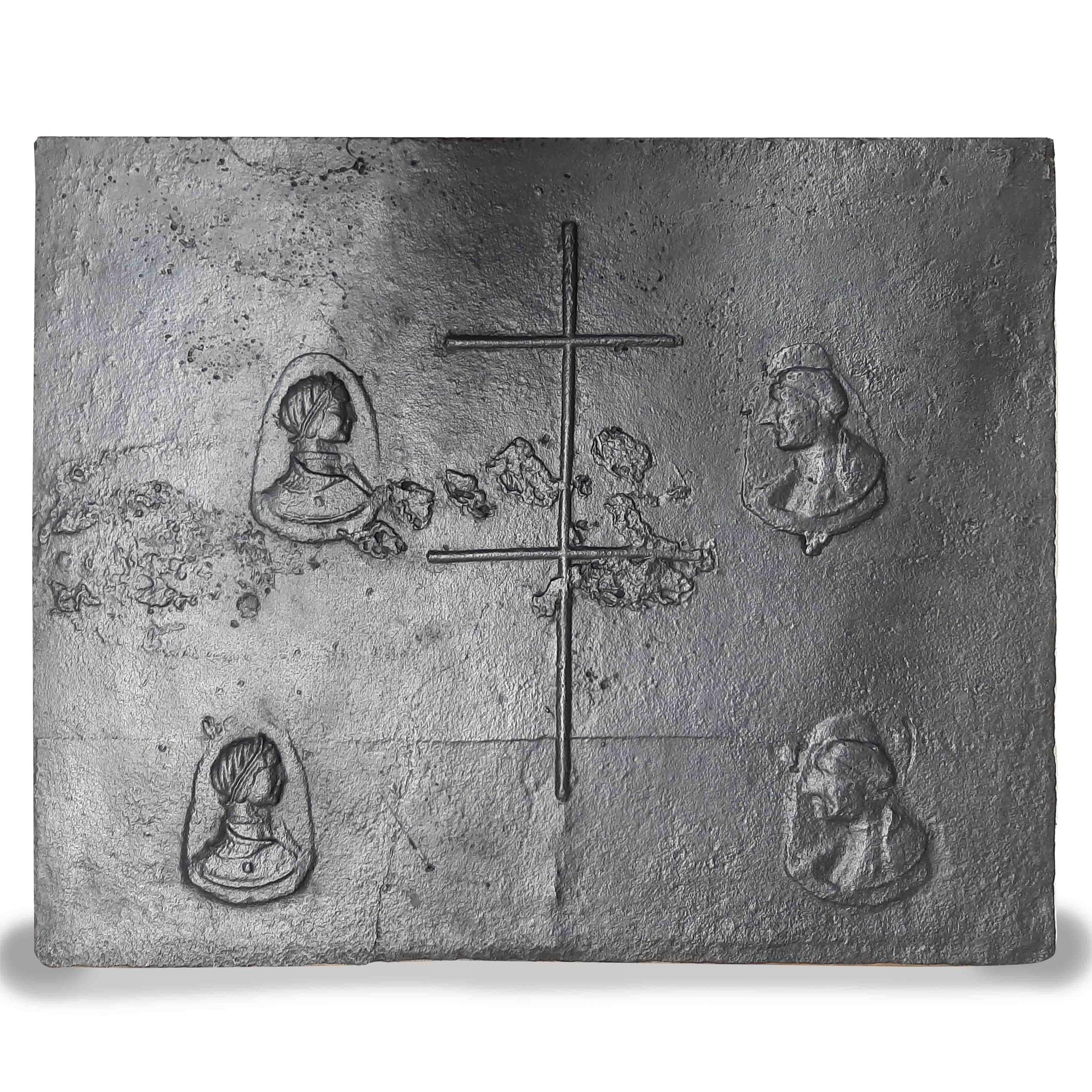 Antieke 16e eeuwse haardplaat met het kruis van Lotharingen