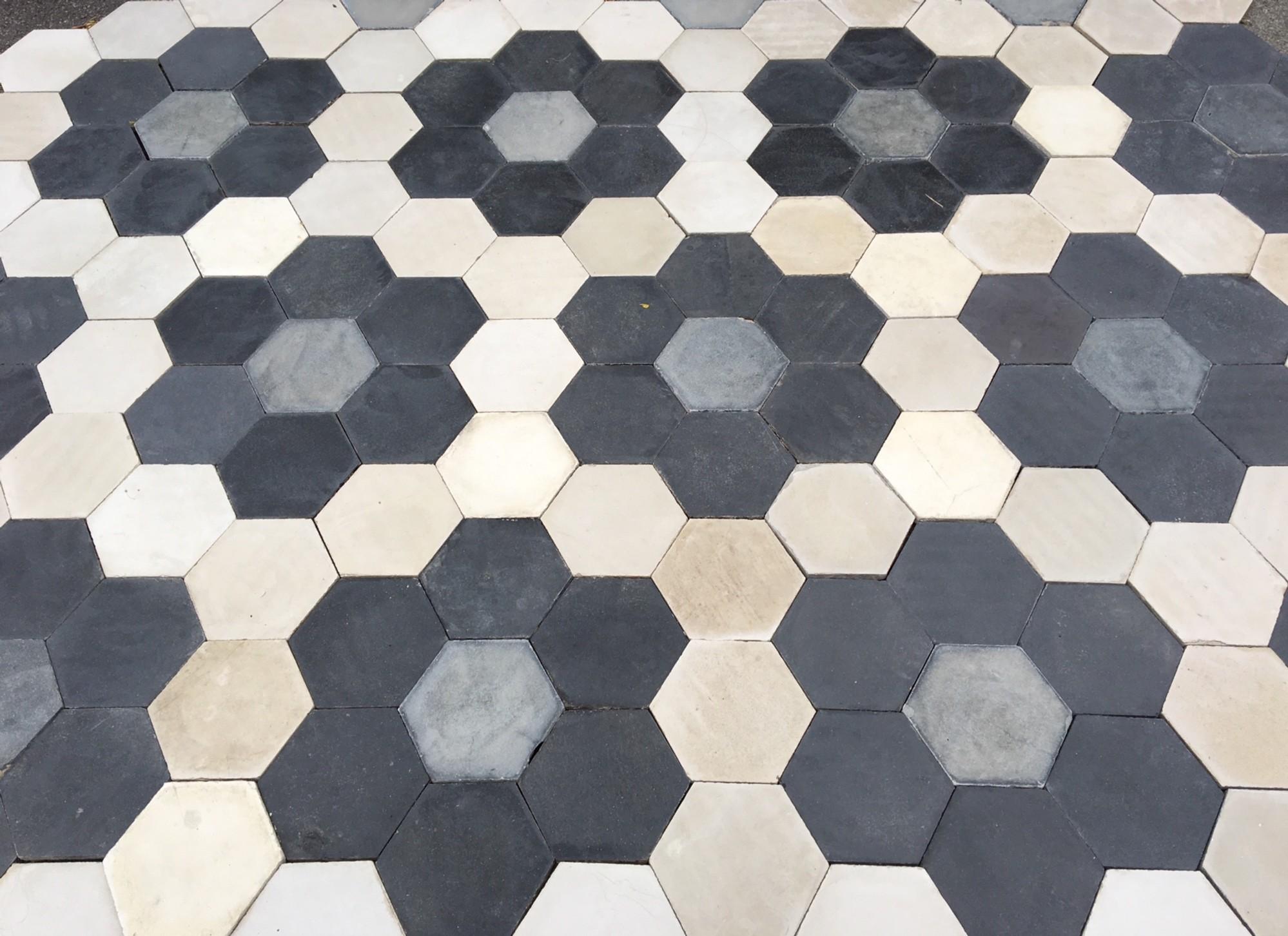 Oude hexagon vloertegels