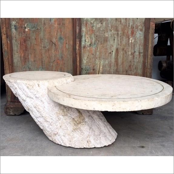 Hollywood regency salontafel met travertine bekleed.