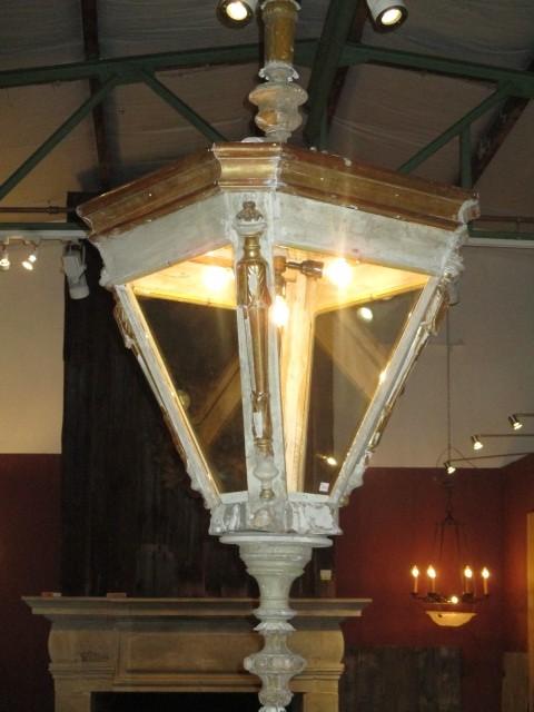 Zeer grote houten lantaarn