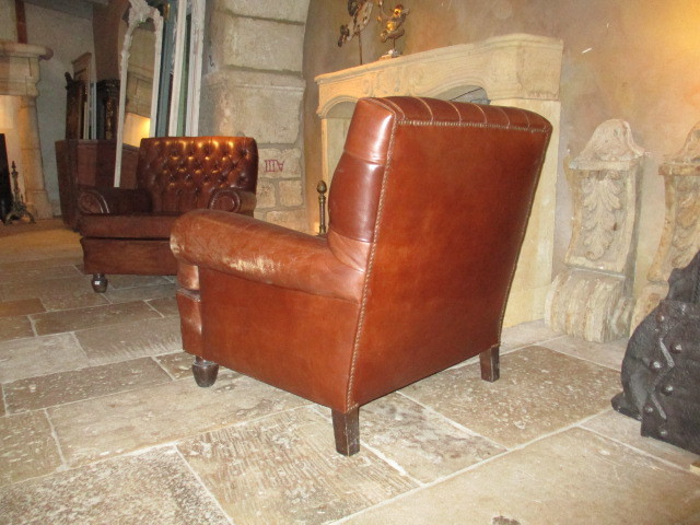 Stel bruin leren oude fauteuils stoelen en banken interieur