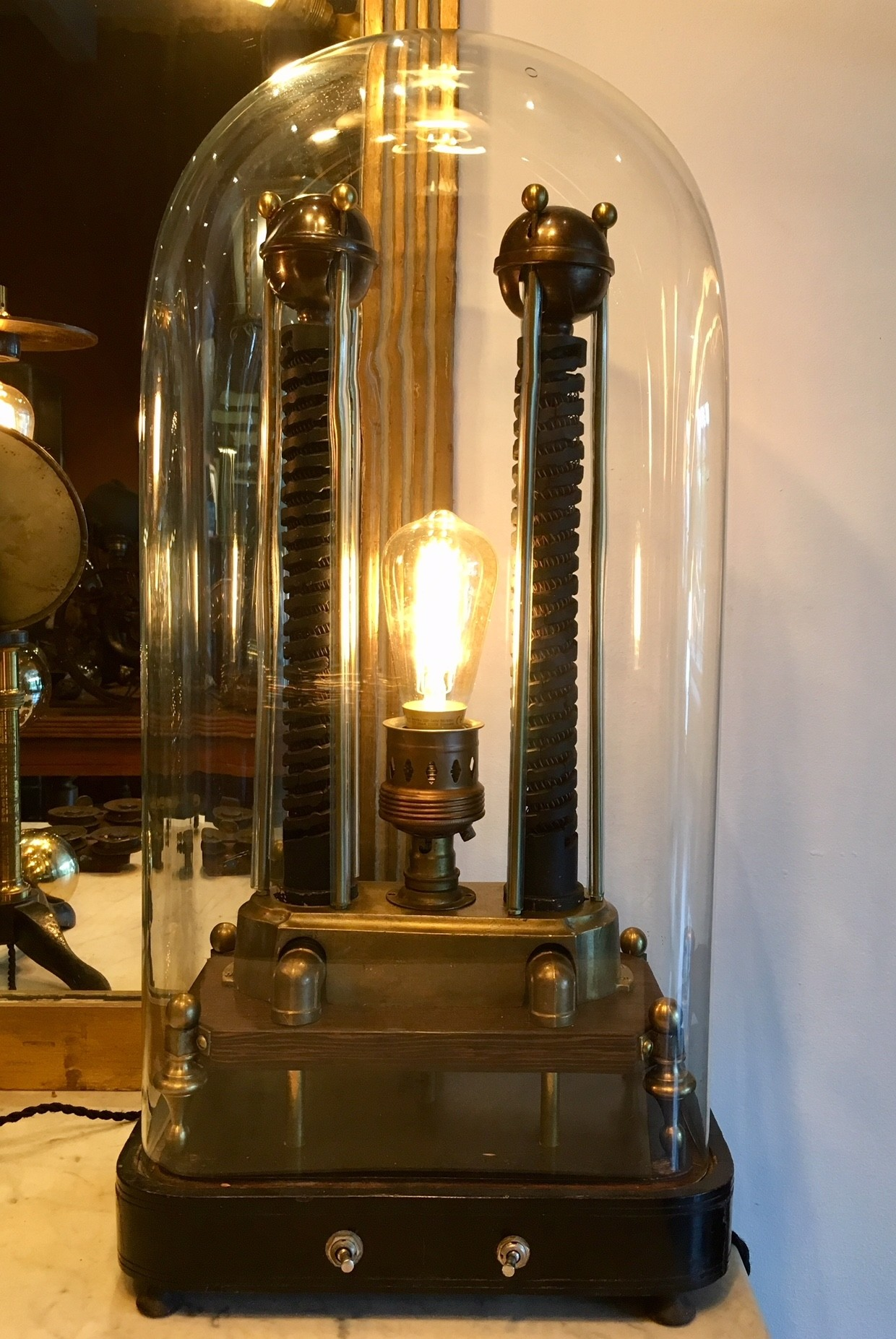 Steampunk lamp in stolp
