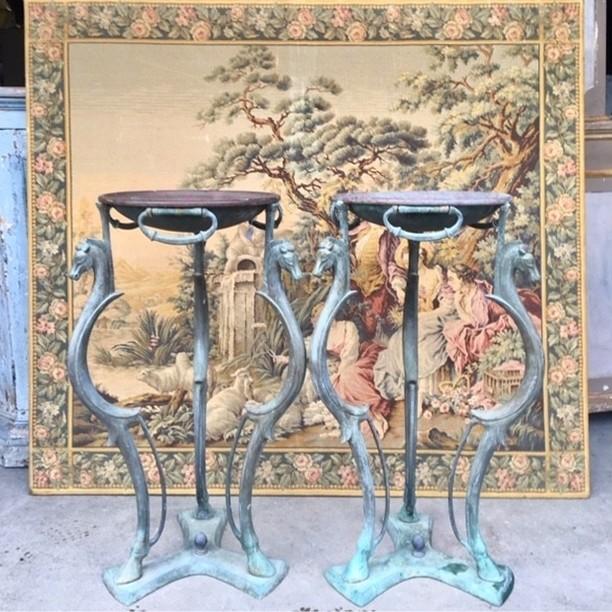 Twee Italiaanse  bronzen 40e jaren gueridons te gebruiken als plantenstandaard of tafeltjes.