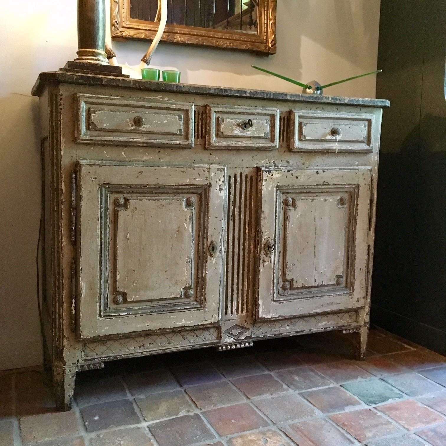 Antiek kastje met marmer imitatie beschildering