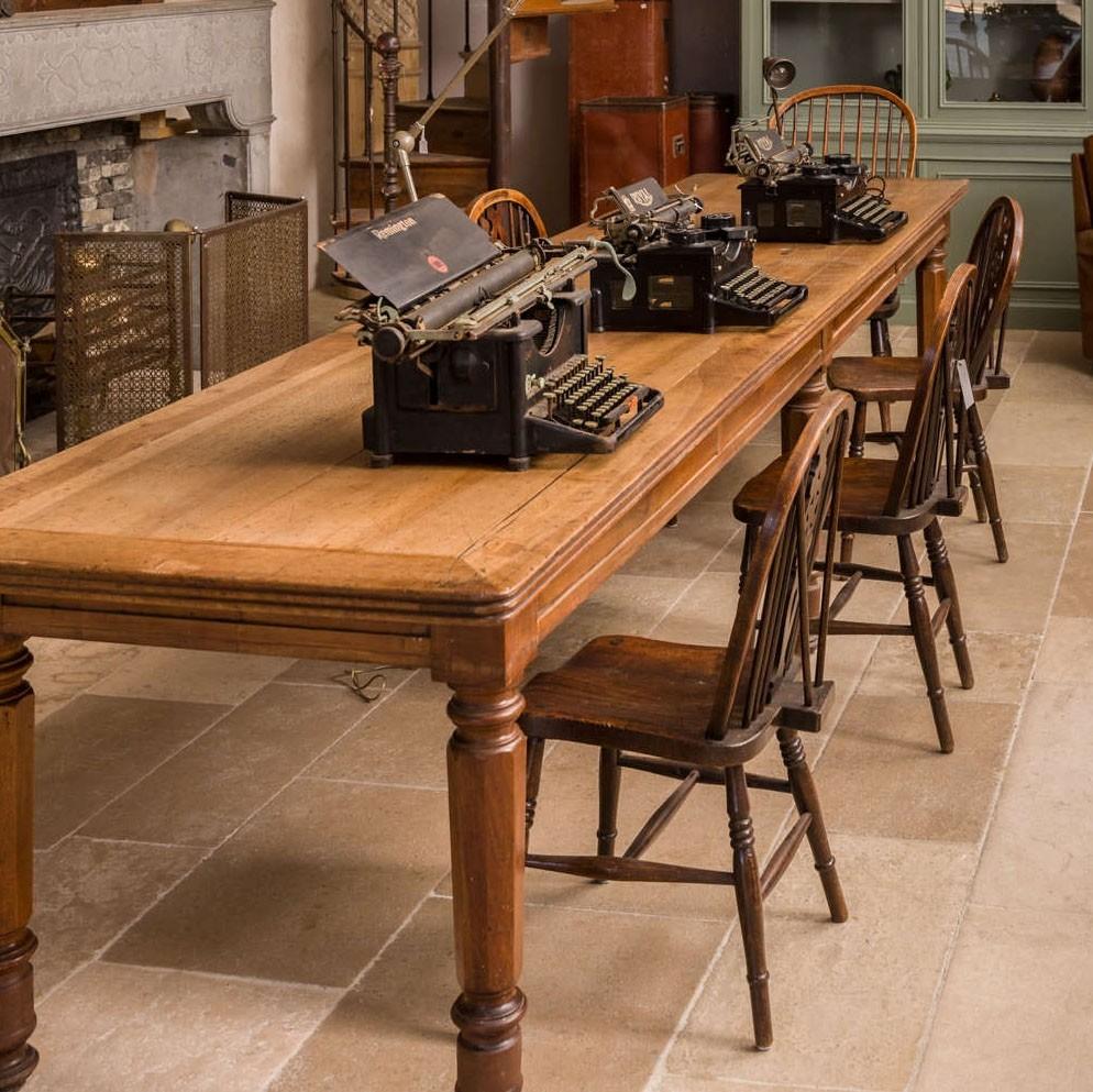 Antieke Franse stoffentafel