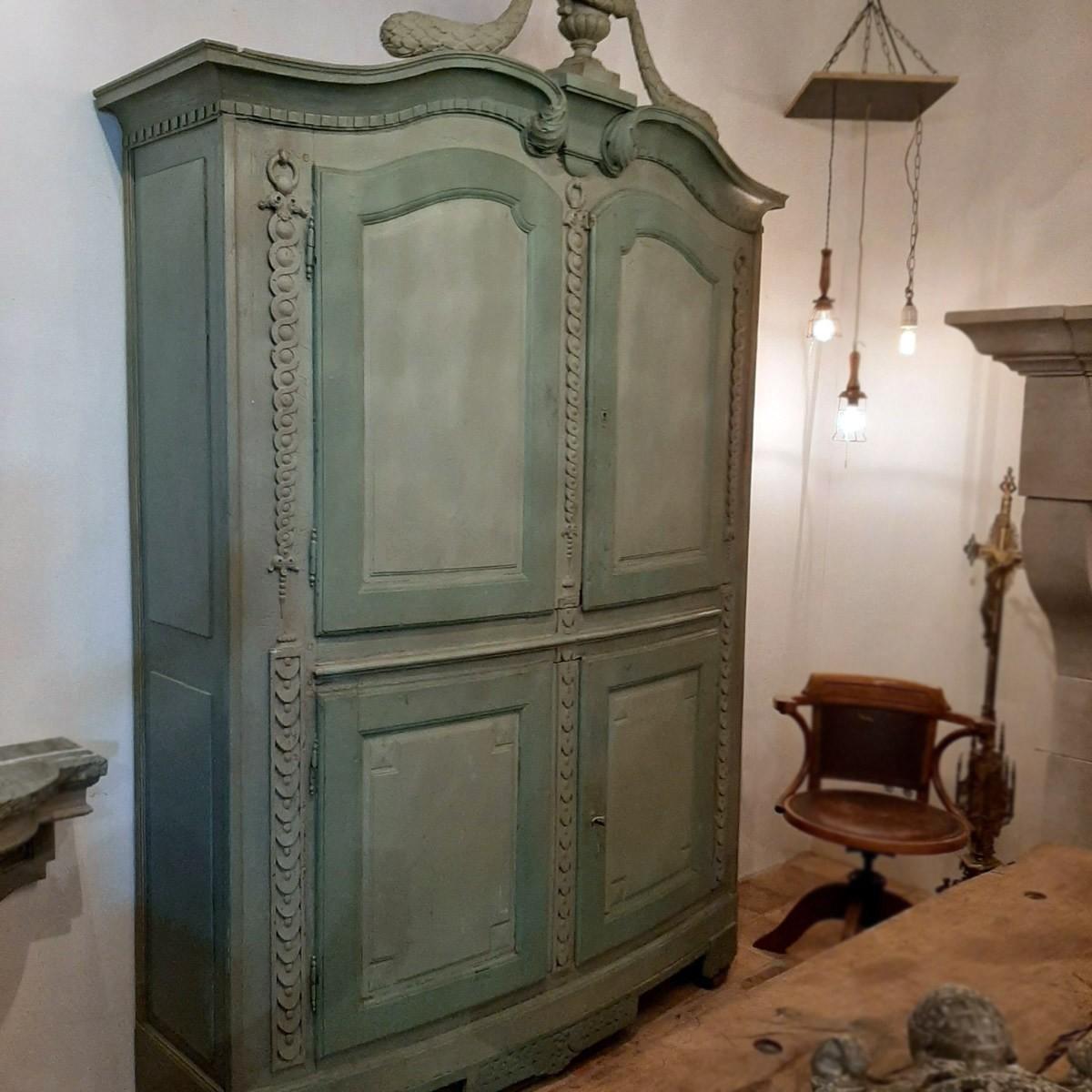 Lodewijk XVI kast uit hout gesneden 18e eeuw