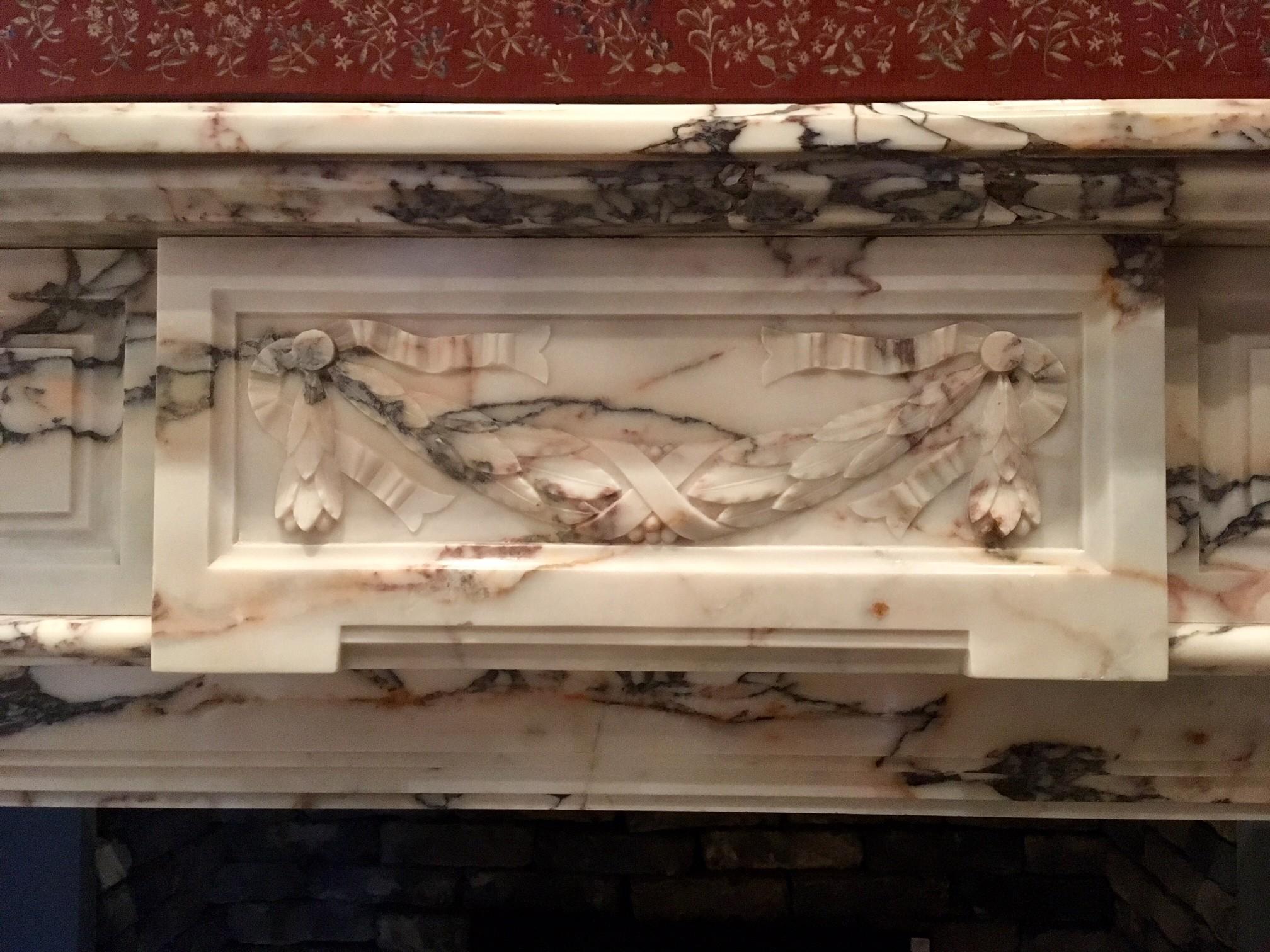 Antieke marmeren schouw met guirlande ornament