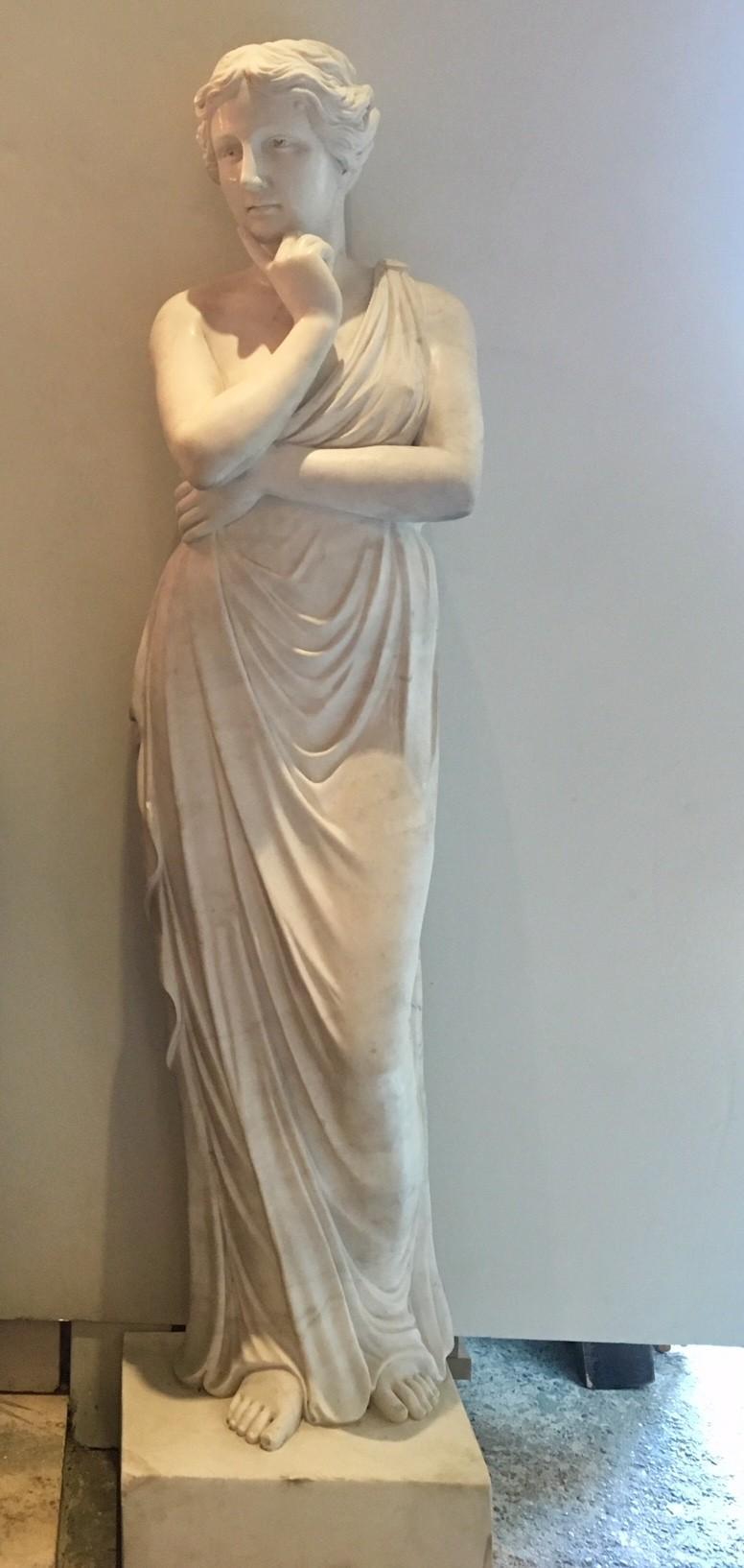 Prachtig handgehakt marmer Venus sculptuur