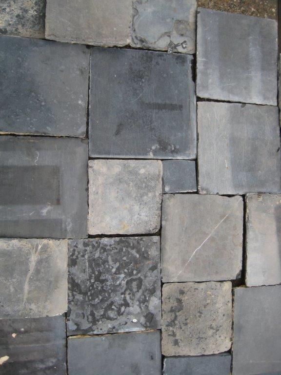 Antiek handgehakt hardsteen en blauwsteen