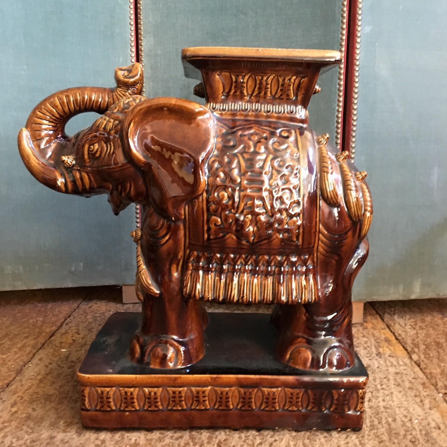 Vintage keramiek krukje in de vorm van een olifant