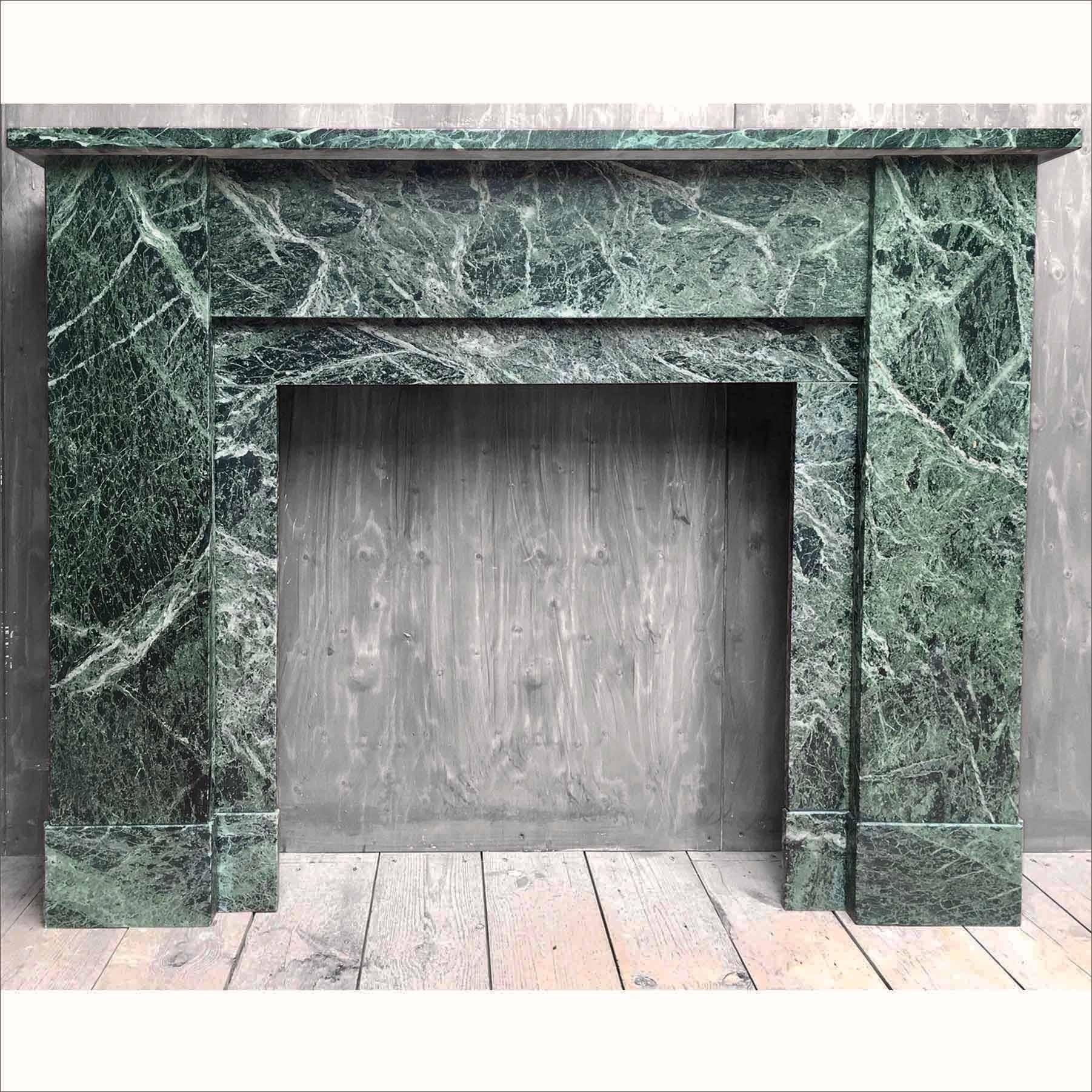 Mooie schouw van oud groen marmer
