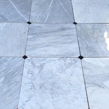 Oude carrara marmeren vloertegels 74 x 74 cm met pas stukjes