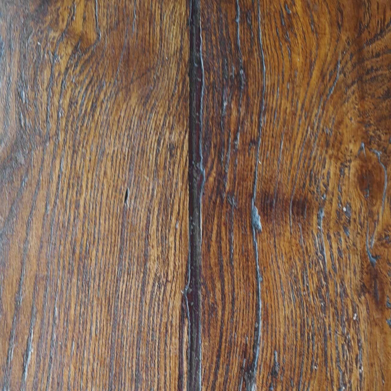 detail van het blad van een oude eikenhouten tafel