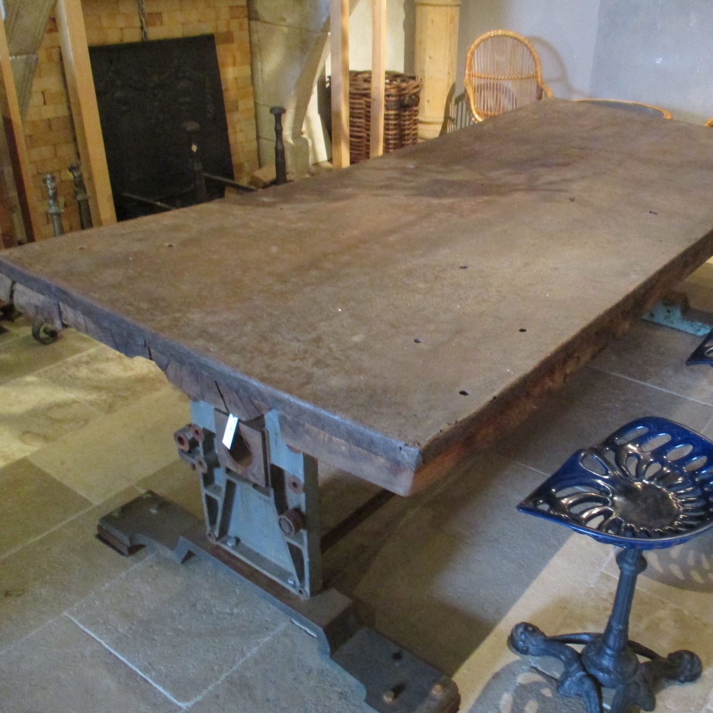 Oude industriële  tafel.