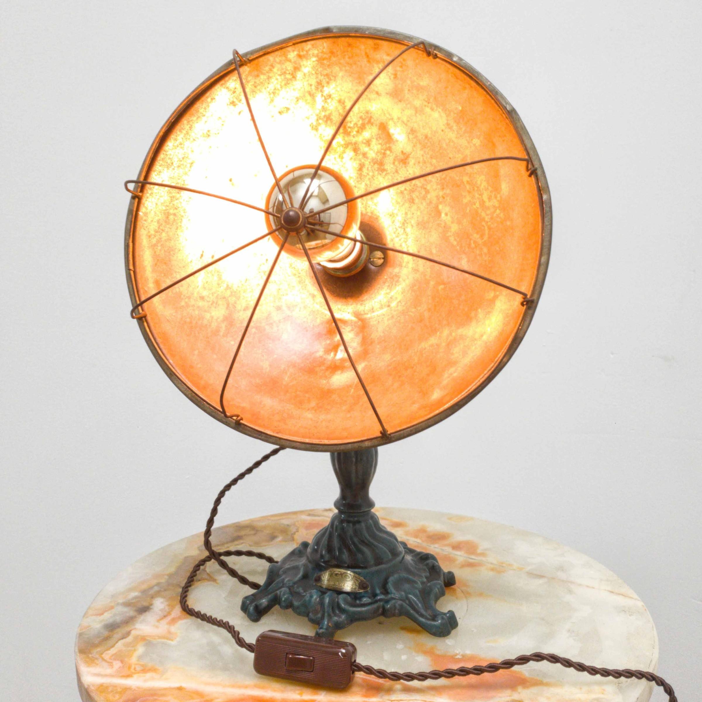 Oude industriële tafellampen koperen of gietijzeren voet