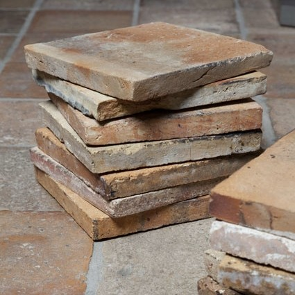 Oude terracotta plavuizen