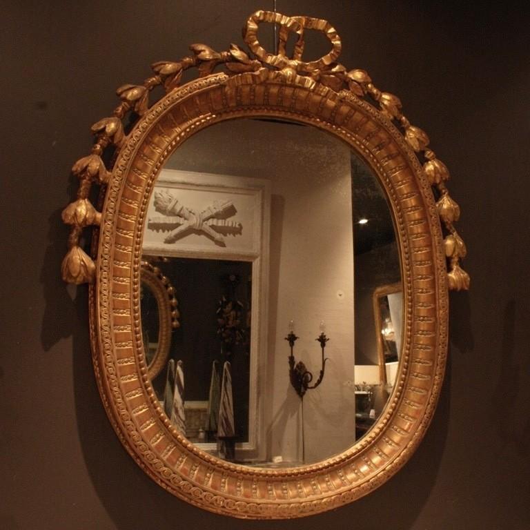 Ovale antieke spiegel