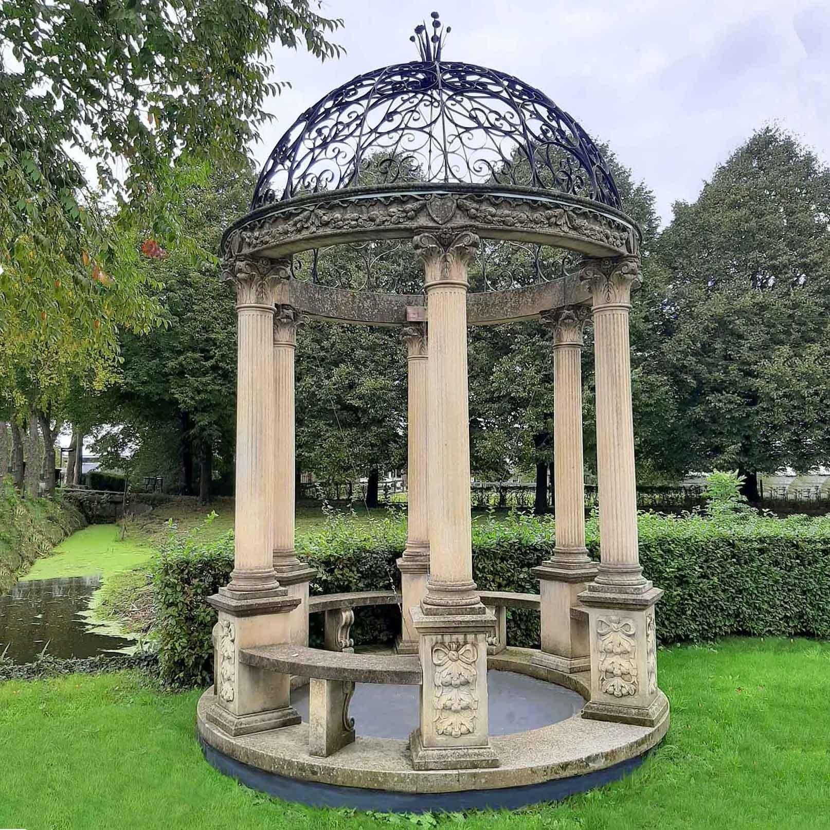 Gebeeldhouwde Rotonda of Garden Gloriette in klassieke stijl met een smeedijzeren koepel