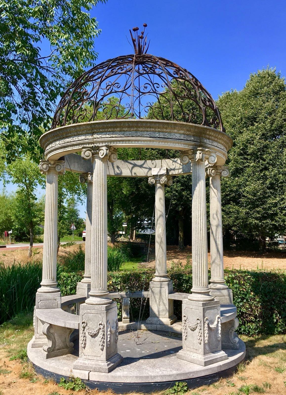 Hand vervaardigde rotonda in klassieke stijl met een smeedijzeren dak