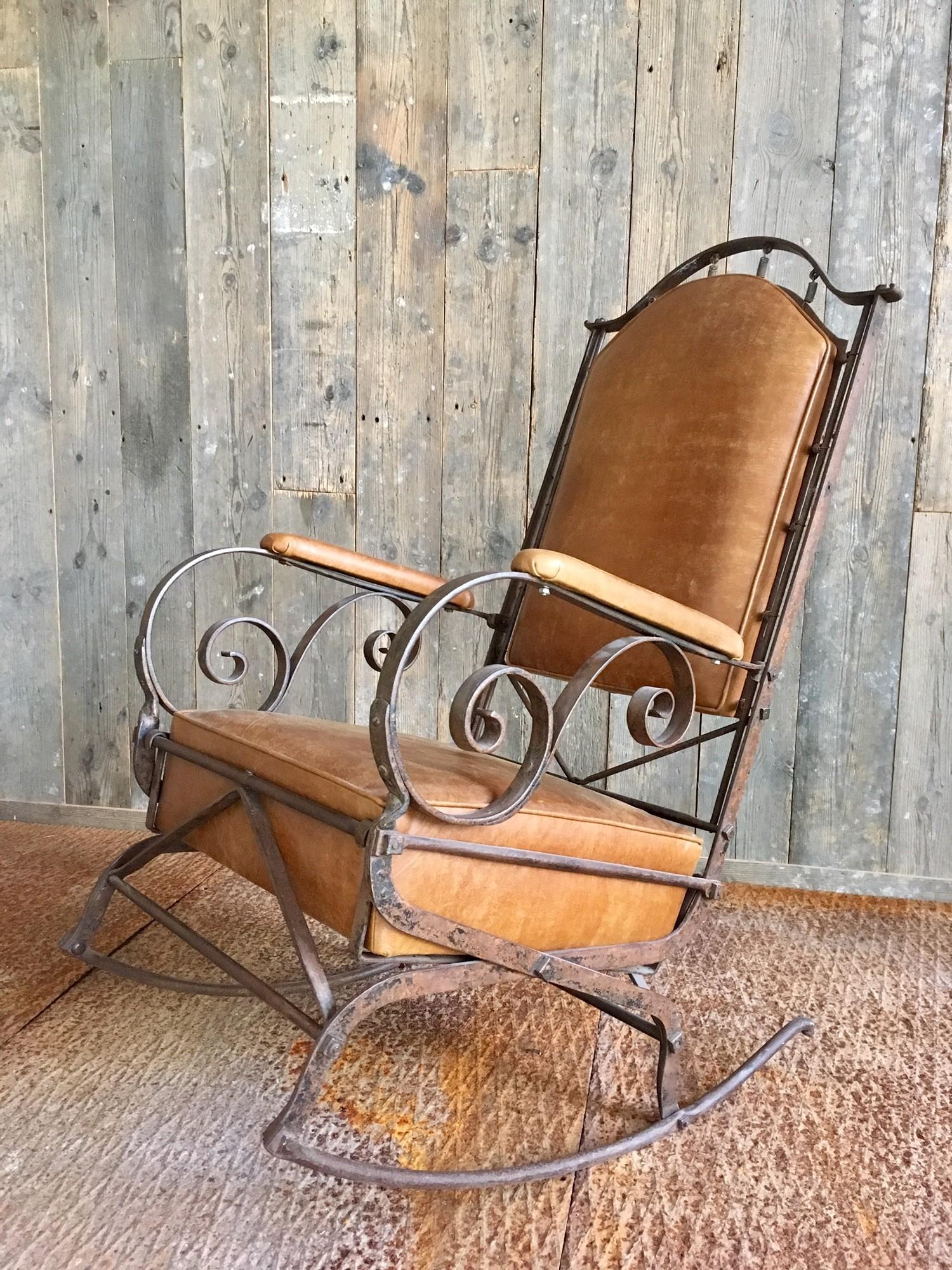 19de eeuwse smeedijzeren en leren schommelstoel