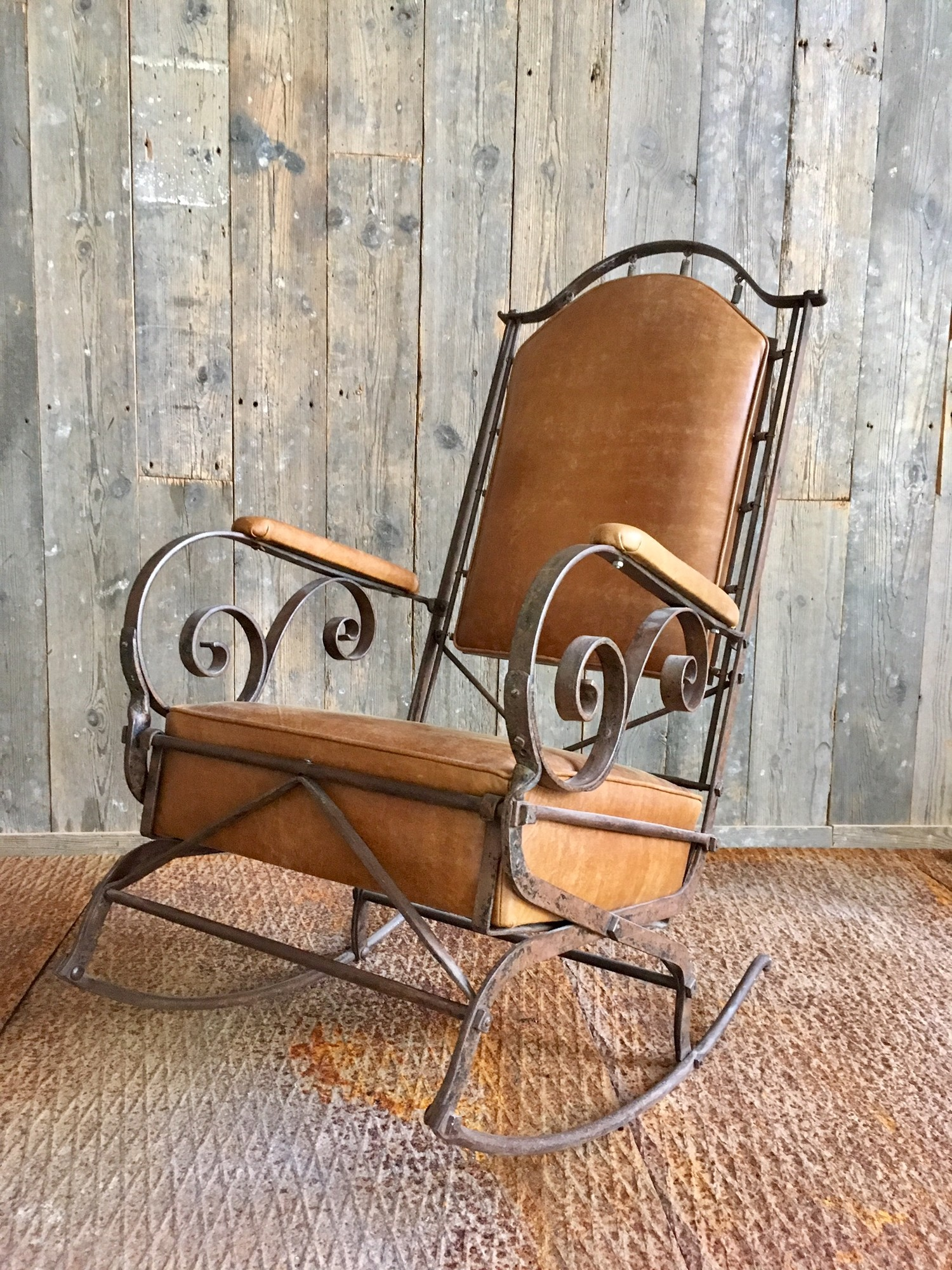 19de eeuwse smeedijzeren en leren schommelstoel stoelen en banken interieur producten - Smeedijzeren stoel en houten ...