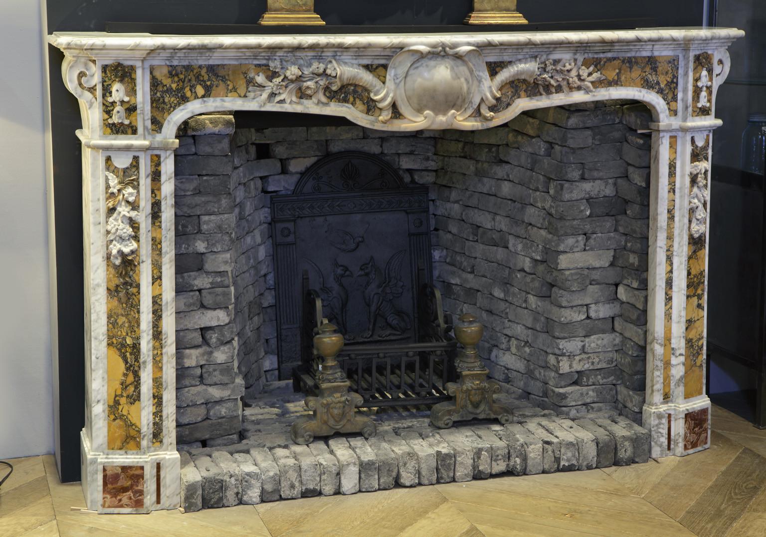 Antieke Franse Carrara en Siena marmeren schouw