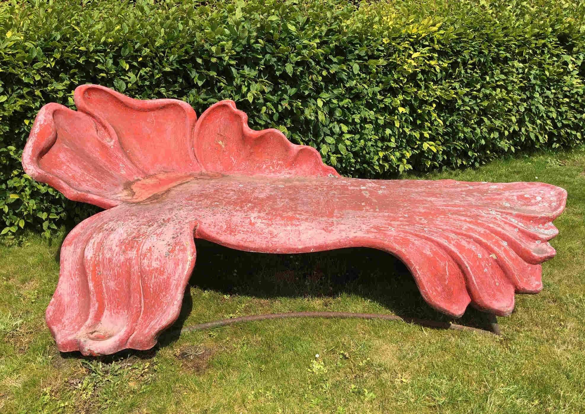 roze daybed in de vorm van een bloem midcentury